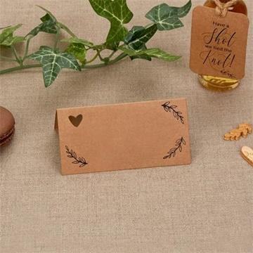Obrázek Jmenovky ke svatebnímu stolu hnědé se srdíčkem 25 ks